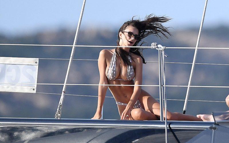 nagie modele bikini napalone zdjęcia dupy